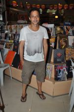 Sujoy Ghosh at the launch of Pratima Kapur_s Tapestry Book in Mumbai on 15th May 2014 (4)_53757d7cc48cc.JPG