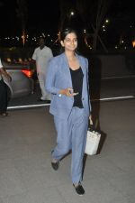 Rhea Kapoor leave for Cannes in Airport, Mumbai on 16th May 2014 (17)_5376f4833297c.JPG