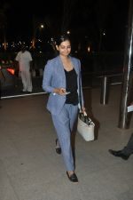 Rhea Kapoor leave for Cannes in Airport, Mumbai on 16th May 2014 (18)_5376f483b1ab2.JPG