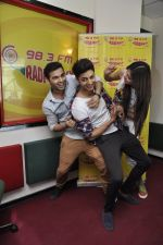 Siddharth Gupta,Simran Kaur mundi,Ashish Juneja promotes Kuku Mathur Ki Jhand Ho Gayi film at Radio Mirchi in Parel on 16th May 2014 (27)_5376fa129ab72.JPG