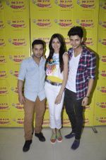 Siddharth Gupta,Simran Kaur mundi,Ashish Juneja promotes Kuku Mathur Ki Jhand Ho Gayi film at Radio Mirchi in Parel on 16th May 2014 (33)_5376fa13b2d13.JPG