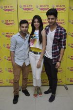 Siddharth Gupta,Simran Kaur mundi,Ashish Juneja promotes Kuku Mathur Ki Jhand Ho Gayi film at Radio Mirchi in Parel on 16th May 2014 (36)_5376fa143f059.JPG