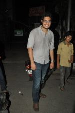 Junaid Khan snapped outside Pali Bhuvan in Bandra, Mumbai on 17th may 2014 (1)_53789d9cb023f.JPG