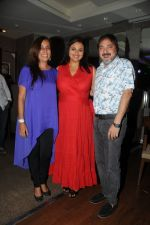 Deeya Singh with Shilpa Shirodkar and Tony Singh at Ek Mutthi Aasmaan TV Serial celebration party in Mumbai on 20th May 2014_537cb541a33f9.JPG
