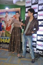 Siddharth Gupta, Simran Kaur Mundi at the launch of MTV_s new show Jhand Hogi Sabki in Parle, Mumbai on 20th May 2014 (51)_537cad6158f34.JPG