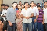 Akkineni Nagarjuna Family at sai baba Temple on 22nd May 2014 (27)_537ef3cd429ac.jpg