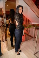 Shamita Singha at Zoya launches its new store & stunning new collection Fire in Mumbai on 22nd May 2014 (75)_537f280ca67b7.JPG