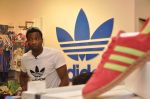 Keron Pollard promotes Addidas with kids in Palladium, Mumbai on 24th May 2014 (12)_5381c213efb50.JPG