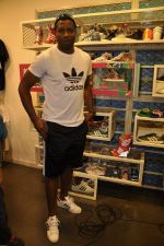 Keron Pollard promotes Addidas with kids in Palladium, Mumbai on 24th May 2014 (16)_5381c2161a052.JPG