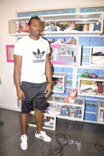 Keron Pollard promotes Addidas with kids in Palladium, Mumbai on 24th May 2014 (17)_5381c2169b493.JPG