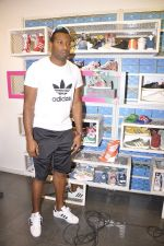 Keron Pollard promotes Addidas with kids in Palladium, Mumbai on 24th May 2014 (18)_5381c217274bc.JPG
