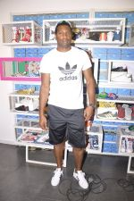 Keron Pollard promotes Addidas with kids in Palladium, Mumbai on 24th May 2014 (19)_5381c217a79e1.JPG
