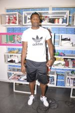 Keron Pollard promotes Addidas with kids in Palladium, Mumbai on 24th May 2014 (20)_5381c21868a7c.JPG