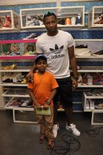 Keron Pollard promotes Addidas with kids in Palladium, Mumbai on 24th May 2014 (24)_5381c21a839ca.JPG