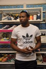 Keron Pollard promotes Addidas with kids in Palladium, Mumbai on 24th May 2014 (25)_5381c21b087df.JPG
