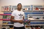 Keron Pollard promotes Addidas with kids in Palladium, Mumbai on 24th May 2014 (27)_5381c21c0ca3c.JPG