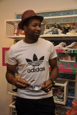 Keron Pollard promotes Addidas with kids in Palladium, Mumbai on 24th May 2014 (30)_5381c21d64c36.JPG