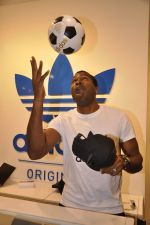 Keron Pollard promotes Addidas with kids in Palladium, Mumbai on 24th May 2014 (39)_5381c222aa9f9.JPG