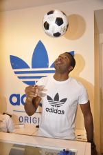 Keron Pollard promotes Addidas with kids in Palladium, Mumbai on 24th May 2014 (46)_5381c2267f585.JPG