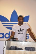 Keron Pollard promotes Addidas with kids in Palladium, Mumbai on 24th May 2014 (6)_5381c20fc95ee.JPG