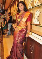 Eesha Telugu Actress wedding Saree photos (10)_53858813bbadb.jpg