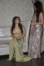 Zarine Khan at Amy Billimoria store in Santacruz, Mumbai on 28th May 2014 (104)_538709fd3e1e1.JPG