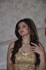 Zarine Khan at Amy Billimoria store in Santacruz, Mumbai on 28th May 2014 (106)_538709fe40a41.JPG