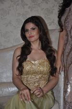 Zarine Khan at Amy Billimoria store in Santacruz, Mumbai on 28th May 2014 (108)_538709ff44711.JPG
