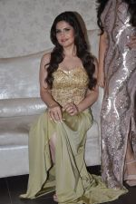 Zarine Khan at Amy Billimoria store in Santacruz, Mumbai on 28th May 2014 (110)_53870a005382c.JPG