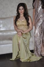Zarine Khan at Amy Billimoria store in Santacruz, Mumbai on 28th May 2014 (112)_53870a0157b18.JPG