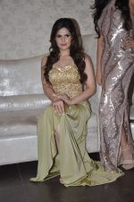 Zarine Khan at Amy Billimoria store in Santacruz, Mumbai on 28th May 2014 (114)_53870a025d578.JPG