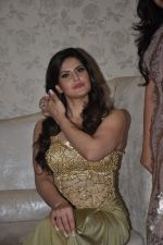 Zarine Khan at Amy Billimoria store in Santacruz, Mumbai on 28th May 2014 (115)_53870a02d86b1.JPG