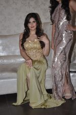 Zarine Khan at Amy Billimoria store in Santacruz, Mumbai on 28th May 2014 (117)_53870a03dc4dc.JPG