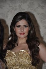 Zarine Khan at Amy Billimoria store in Santacruz, Mumbai on 28th May 2014 (87)_53870a7d667ca.JPG