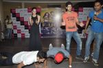 Kiara Advani, Vijender Singh, Mohit Marwah with Fugly team visits Viviana Mall in Thane on 1st June 2014 (313)_538bf2080f89e.JPG