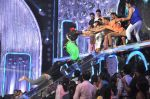 Akshay Kumar promote Holiday on the sets of Jhalak Dikhhla Jaa Season 7 in Filmistan on 4th June 2014 (127)_539018bd78be9.JPG