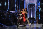Akshay Kumar promote Holiday on the sets of Jhalak Dikhhla Jaa Season 7 in Filmistan on 4th June 2014 (146)_539018c730ec0.JPG