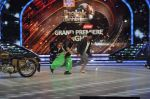 Akshay Kumar promote Holiday on the sets of Jhalak Dikhhla Jaa Season 7 in Filmistan on 4th June 2014 (147)_539018c79fdc0.JPG