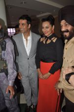 Akshay Kumar, Sonakshi Sinha at Holiday promotions in The Club, Mumbai on 4th June 2014 (60)_5390170ae374b.JPG