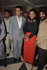 Akshay Kumar, Sonakshi Sinha at Holiday promotions in The Club, Mumbai on 4th June 2014 (63)_5390170bdde2c.JPG
