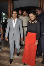 Akshay Kumar, Sonakshi Sinha at Holiday promotions in The Club, Mumbai on 4th June 2014 (96)_539016df81224.JPG