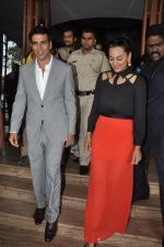 Akshay Kumar, Sonakshi Sinha at Holiday promotions in The Club, Mumbai on 4th June 2014 (97)_539017151ced0.JPG
