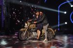 Akshay Kumar, Sonakshi Sinha promote Holiday on the sets of Jhalak Dikhhla Jaa Season 7 in Filmistan on 4th June 2014 (104)_539018fe0960a.JPG