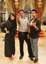Akshay Kumar_s Action Lessons to Surbhi Jyoti on the sets of Qubool Hai on 2nd June 2014(4)_538fd5273d105.JPG