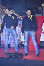 Sidharth Malhotra, Riteish Deshmukh at Ek Villian music concert in Mumbai on 4th June 2014 (28)_53901abad4f35.JPG