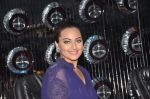 Sonakshi Sinha promote Holiday on the sets of Jhalak Dikhhla Jaa Season 7 in Filmistan on 4th June 2014 (89)_53901901436b2.JPG