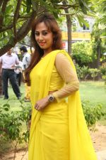 Maanu Actress New Stills in Yellow Sari (16)_5391583850300.jpg