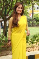 Maanu Actress New Stills in Yellow Sari (3)_53915831810e9.jpg