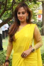 Maanu Actress New Stills in Yellow Sari (8)_5391586527b8b.jpg