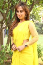 Maanu Actress New Stills in Yellow Sari (9)_5391583469f31.jpg